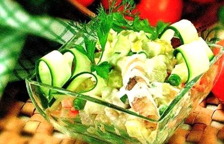 Рецепт – Картофельный салат с копченой скумбрией и яблоком