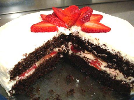 Рецепт – Шоколадно-клубничный торт