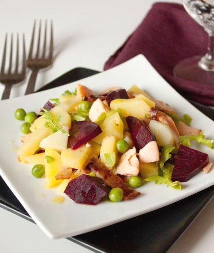 Рецепт – Теплый салат с лососем и свеклой