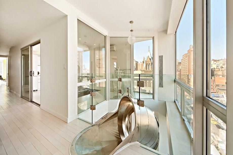Фото – Двухэтажный пентхаус с винтовой горкой в Нью-Йорке [8шт]