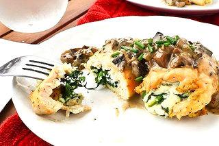 Рецепт – Запеченный куриные рулеты с легким грибным сливочным соусом