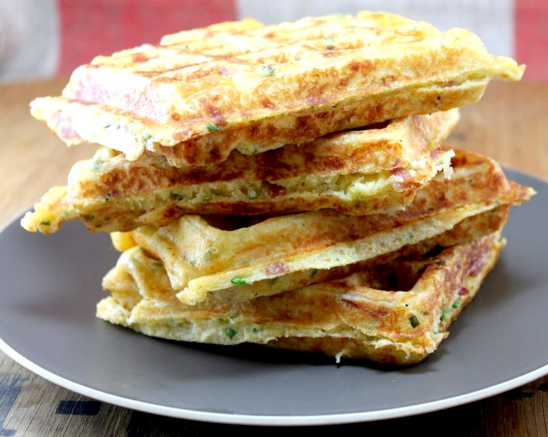 Рецепт - Луковые вафли с сыром и мясом