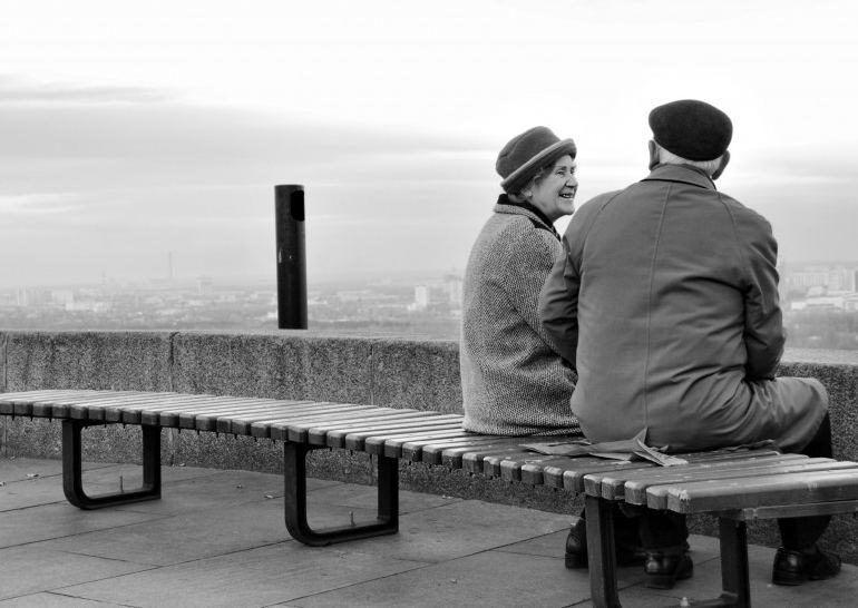 Стих – Тихо в старости сядем на лавочку