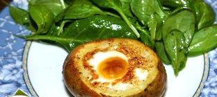 Рецепт – Яйца, запеченные в картошке