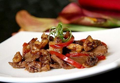 Рецепт говядины, обжаренной с грецкими орехами