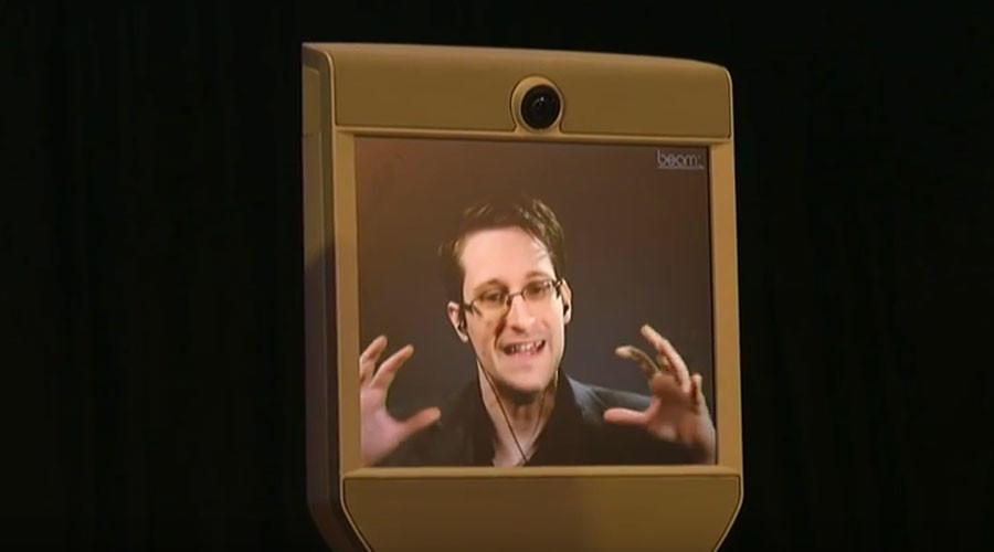 """""""Опасность"""": Не полагайтесь на Facebook в качестве единственного источника новостей, - Сноуден"""